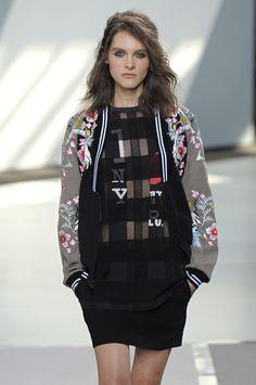 bomber jacket prenda must de primavera | Galería de fotos 3 de 29 | Glamour
