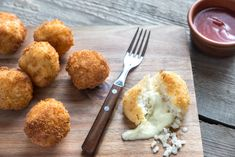 Bowl of arancini By photos , Fried Chicken Wings, Good Food, Yummy Food, Arancini, Snack Recipes, Snacks, Roasted Butternut Squash, Yummy Appetizers, Main Meals