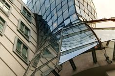 https://www.google.com.br/search?q=Gehry Tanzendes Haus