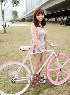Fixielicious ~ Hong Kong Fixed Gear Girl Fixed Gear Girl, Vespa Bike, Bike Photography, Fixed Gear Bicycle, Female Cyclist, Cycling Girls, Road Cycling, Cycle Chic, Bicycle Girl