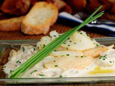 Bacalao con cardo y salsa de nueces. http://www.canalcocina.es/receta/bacalao-con-cardo-y-salsa-de-nueces
