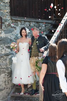 traditional wedding love by Fotograf Hannelore Kirchner Modest Wedding Dresses, Bridesmaid Dresses, Wedding Flowers, Wedding Day, Wedding Brooch Bouquets, Salzburg Austria, Valentines Day Weddings, Photographer Wedding, Crystal Wedding