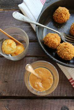 Polpette di riso croccanti e salsa di arachidi