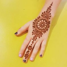 Rajasthani Flower Mehndi Designs For Hands Step By Step. rajhastani mehndi designs are very fa. Pretty Henna Designs, Modern Henna Designs, Mehndi Designs For Kids, Simple Arabic Mehndi Designs, Mehndi Tattoo, Henna Tattoo Designs, Henna Mehndi, Mehendi, Tattoo Ideas