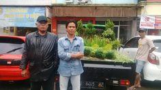 Tidak Hanya Demo Demonstran Asal Bandung Ini Bawa Tanaman untuk Pemprov DKI