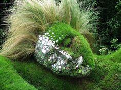 Beautiful garden piece...