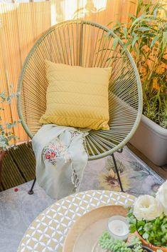 Balkon inspiratie klein balkon inrichten met veel planten draadstoel wehkamp ©BintiHome Balcony Chairs, Backyard Storage, Inside Outside, Dream Garden, Hanging Chair, Indoor Plants, Wicker, New Homes, Inspiration
