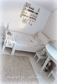 Roosaa ja valkeaa Toddler Bed, Furniture, Home Decor, Child Room, Child Bed, Decoration Home, Room Decor, Home Furnishings, Home Interior Design