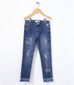 Calça Infantil    Skinny    Com rasgos    Estampa na barra    Marca: Fuzarka    Tecido: jeans         COLEÇÃO INVERNO 2017         Veja outras opções de    calças jeans infantis.            Fuzarka Menina     Meninas com idade entre 6 e 14 anos, já estão, cada vez mais, ligadas em tendências de moda. E assim, decidem junto com as mães o que querem vestir. Na Lojas Renner você encontra uma grande variedade de vestidos, saias com fru fru, calças estampadas, camisetas e mais. Tudo com… Fashion Artwork, Maria Clara, Striped Jeans, Colourful Outfits, Active Wear, Skinny Jeans, Denim, Mac, Sweatshirts