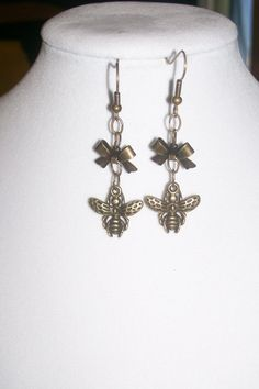 Little Bees with Little Bows Earrings by WinningWreaths on Etsy