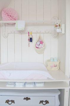 En la habitación de tu bebé, rinconcito para cambiarlos #decoracion #bebe