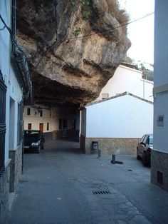 Setenil De Las Bodegas, Cádiz, Ruta de los Pueblos Blancos de España.  This looks like a big boulder fell, but in fact the entire village was built around stone outcroppings.  Woukd you park your car there? Places In Spain, Places To See, Andorra, In The Beginning God, Painted Hills, Places Of Interest, Natural Disasters, Amazing Nature, Bouldering
