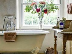 La baignoire ancienne sous un regard moderne en 40 photos! Clawfoot Bathtub, Photos, Bathrooms, Design, Vase, Bath, Modern, Bathroom Tubs, Home