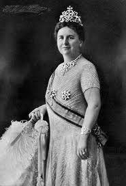 Koningin Wilhelmina was een halve eeuw en wel van 1898 tot 1948 koningin van Nederland. In dit artikel een korte schets van haar leven, koningin wilhelmina die bekend stond als een daadkrachtige vorstin met hart voor het volk en het vaderland.