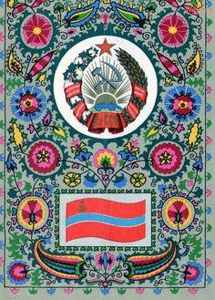 """""""O martelo e a foice (☭) são parte do simbolismo comunista e seu uso indica uma associação com o comunismo, um partido comunista, ou um estado comunista. As duas ferramentas são símbolos do proletariado industrial e do campesinato; e colocá-los juntos simboliza a unidade entre os trabalhadores industriais e agrícolas. """" Aí em cima, a (...)"""
