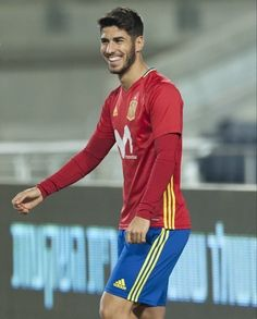 What about his smile Real Madried, Real Madrid Players, Isco, Professional Football, Sport Man, Soccer Players, Mens Fitness, Guilty Pleasure, Male Beauty