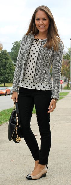 Business casual blazer outfit with polka dot top, black pants, neutral shoes. Business Mode, Business Outfits, Business Attire, Women Business Casual, Business Professional Women, Business Style, Cute Simple Outfits, Cute Outfits, Fall Outfits
