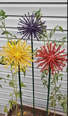 Garden Yard Ideas, Diy Garden Projects, Diy Garden Decor, Garden Crafts, Recycled Garden Art, Outdoor Crafts, Outdoor Art, Metal Yard Art, Flower Crafts