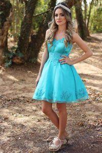 Vestido azul curto que eu adorei! Veja essa e outros Vestidos de 15 Anos aqui.