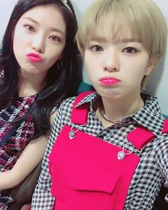 Gong Seungyeon and Twice Jeongyeon S Girls, Kpop Girls, South Korean Girls, Korean Girl Groups, Gong Seung Yeon, Twice Jungyeon, Twice Korean, Going Blonde, Fairy Clothes