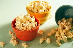 Super Boost Popcorn, Tremendous Increase Popcorn Amp up your weekend primp with this beauty-boosting snack hack: Coat your favourite popcorn with a little bit of coconut o. Beauty Secrets, Diy Beauty, Beauty Hacks, Beauty Boost, Snack Hacks, Diet And Nutrition, Superfood, Fitness Diet, Turmeric