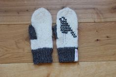 Hand Knit Wool Mittens White and Grey Hand Knit Gloves by MrMIZO