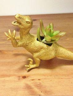Gouden dinosaurus - Hit op Etsy: beestachtige bloempotten   ELLE Decoration NL