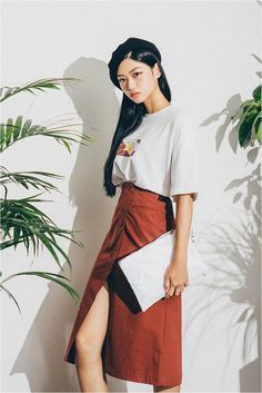 Korean street style - Discover where to buy the best from Korean fashion (in the U.S.!) :: THEKLOG.CO :: K-beauty, skin care, makeup, fashion, lifestyle, trends, and more. :: instagram.com/theklog.co ::