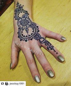 #follow@hennafamily #hennafamily #Repost @jessikay1991  Inkbox tattoo for Julia! #inkbox #hennainlouisville #hennadesign #hennabyjessikay #hennainthehighlands #lovemyjob #highlandcoffee #blue #tattoo #bluetattoo #temporary #socool #love #freehand