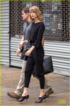 taylor swift long friendship with selena gomez 01 Taylor Swift is the lady in black after wrapping up a gym session on Friday (May 9) in New York City.     The day before, the 24-year-old country singer was all…