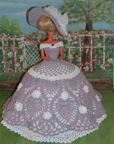 Irresistible Crochet a Doll Ideas. Radiant Crochet a Doll Ideas. Crochet Barbie Patterns, Crochet Doll Dress, Crochet Barbie Clothes, Crochet Doll Pattern, Barbie Gowns, Barbie Dress, Doll Clothes Patterns, Doll Patterns, Habit Barbie