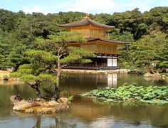 The harmony of the temple with nature, the soft lines and colors. All calls for calm and meditation. Kyoto, Japan. © Jacques Ehrmann