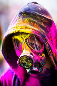Brilliant photos of the Holi Festival of Colours by San Francisco-based photographer Thomas Hawk. The Holi Festival is a Hindu tradition celebrating the arrival of… Gas Mask Art, Masks Art, Gas Masks, Gas Mask Drawing, Holi Festival Of Colours, Holi Colors, Foto Art, Monochrom, Post Apocalyptic