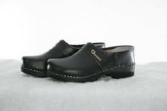 Gevavi Black Closed Heel