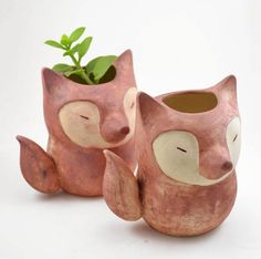 Cute ceramic foxes from Cumbuca Chic Ceramic Planters, Ceramic Clay, Ceramic Pottery, Pottery Art, Paper Mache Animals, Clay Animals, Cement Crafts, Clay Crafts, Woodland House