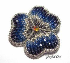 "Photo from album ""Броши"" on Yandex. Beaded Jewelry Designs, Seed Bead Jewelry, Bead Jewellery, Jewelery, Bead Embroidery Jewelry, Beaded Embroidery, Beaded Brooch, Beaded Earrings, Brooches Handmade"