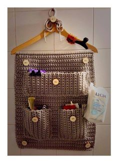 30 ideas for knitting – hats toys home decorations picturescrafts com Crochet org hanger for Bathroom No pattern link crochet wall hanging organizer, pic only Crochet Wall Hanging DIY Knit Yarn www. No pattern link, but looks easy enough. Crochet Diy, Love Crochet, Crochet Gifts, Crochet Ideas, Crochet Organizer, Crochet Storage, Knitting Patterns, Crochet Patterns, Knitting Hats