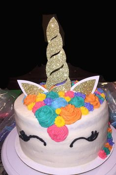 Orejas y cuerno de unicornio la torta de cumpleaños conjunto. Este adorable pastel topper juego transformará tu pastel en un unicornio lindo brillo. El cuerno del unicornio es 6 de alto y 2.25 de ancho en su punto más ancho. Cada oído del unicornio es un poco mayor que 2 x 2. El cuerno