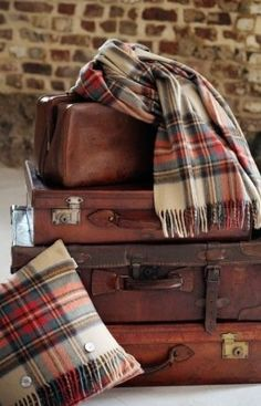 Everything looks better staged with a few vintage suitcases #vintagemakeseverythingbetter