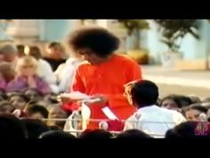 Un domingo en Silencio, con el Darshan Divino de Sathya Sai Baba .