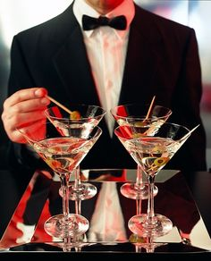 Martini, please! Shaken, not stirred. Happy Hour, Bandeja Bar, Shaken Not Stirred, Black Tie Affair, New Years Eve, Party Time, Smoothie, Fancy, Entertaining