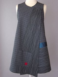 Long Round Neck Vest with Abstract Shapes and Teal Accent - Long Gray Vest with… Sewing Clothes, Diy Clothes, Clothing Patterns, Dress Patterns, Look Retro, Boho Fashion, Womens Fashion, Linen Dresses, Refashion