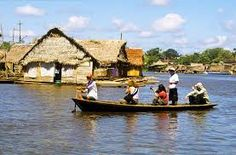 Bilderesultat for iquitos Amazing Destinations, Boat, Cabin, House Styles, Home Decor, Iquitos, Cities, Pictures, Decoration Home