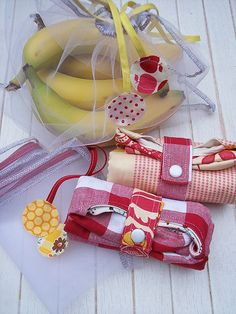 diy veggie and grocery bags. cute. been meaning to make these for years, I even have the fabric