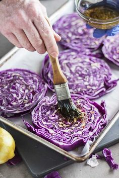 Oven Roasted Cabbage Steaks - Easy Cabbage Recipe - Craft Beering Oven roasted cabbage steaks are one of the easiest yet most visually impactful and tastiest cabbage dishes you'll ever make. Roasted Cabbage Recipes, Purple Cabbage Recipes, Roasted Red Cabbage, Easy Cabbage Recipes, Vegetable Recipes, Grilled Cabbage Steaks, Cabbage Side Dish, Kohl Steaks, Plat Simple