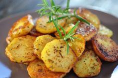 Feine Bratkartoffeln – ayurvedisch - Ayurvedische Rezepte - - New Ideas Easy Smoothie Recipes, Healthy Recipes, Turmeric Health, Happy Vegan, Popular Recipes, Potato Recipes, Soul Food, Easy Meals, Food And Drink
