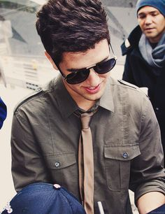 logan henderson he looks perfect in shades