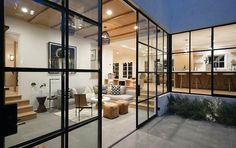 A glimpse inside Justin and Hailey Bieber's stunning Hollywood Hills mansion - Homes, Bathroom, Kitchen & Outdoor California Living, California Cool, Hollywood Hills, Hollywood Glamour, Hailey Baldwin, Justin Bieber House, Beverly Hills Houses, Front Courtyard, Bright Kitchens