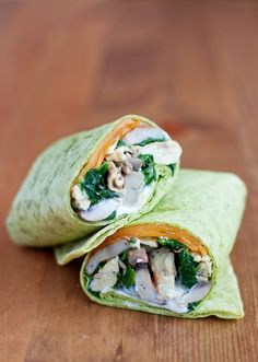Spinach & mushroom scrambled egg wrap (minus sour cream and butter) Healthy Cooking, Healthy Eating, Cooking Recipes, Healthy Recipes, Pizza Sandwich, Spinach Stuffed Mushrooms, Stuffed Peppers, Stuffed Tomatoes, Burritos