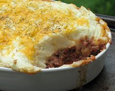 There are a lot of shortcuts to shepherd's pie casserole recipes, where the recipe calls for condensed soups. But we found Shepherd's Hamburger Pie that uses fresh ingredients and the taste is one hundred times better. With ground beef, onion, zucchi Steak Casserole, Turkey Casserole, Casserole Recipes, Hamburger Casserole, Potato Casserole, Soup Recipes, Stuffing Casserole, Meal Recipes, Cream Of Tomato Soup
